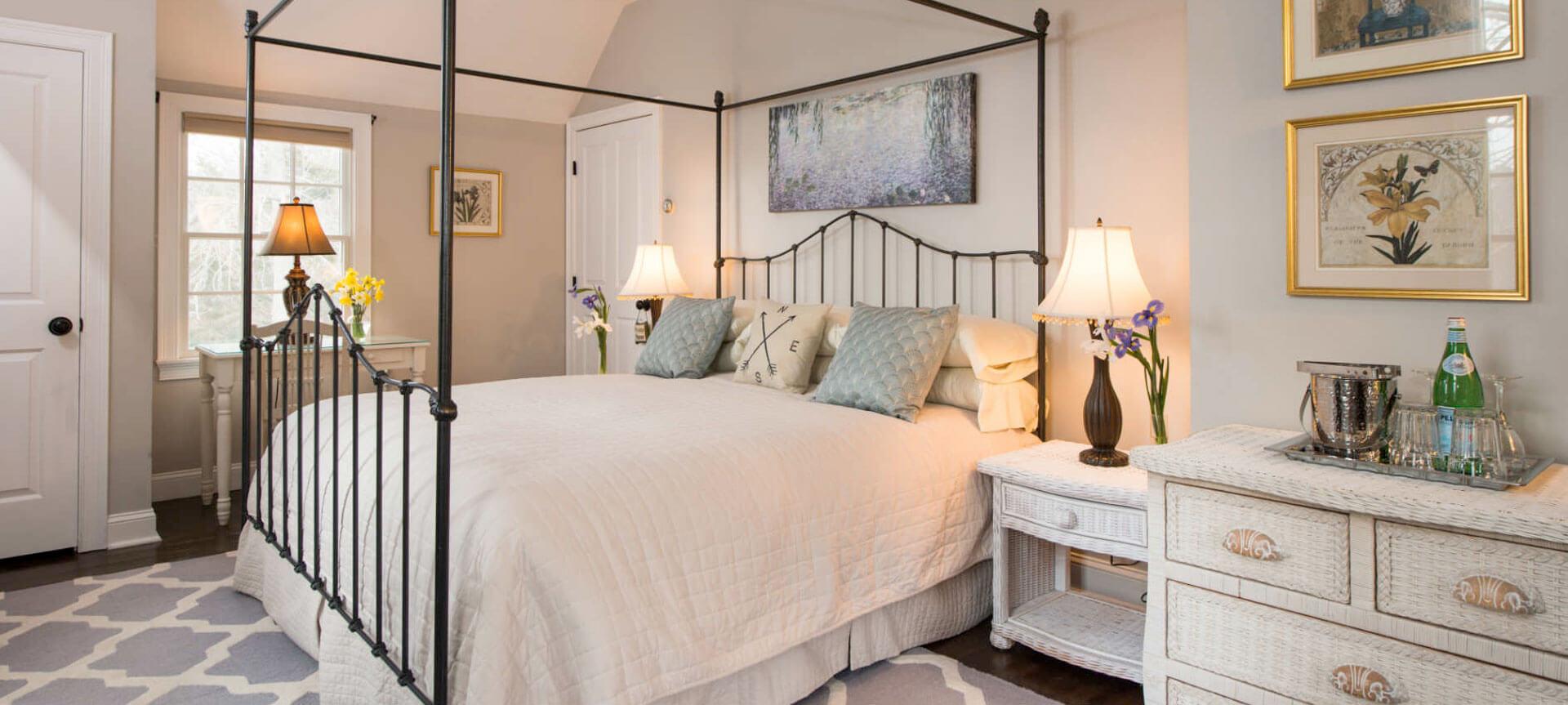 Bed Slider | Brewster By the Sea Cape Cod Inn | Brewster, MA