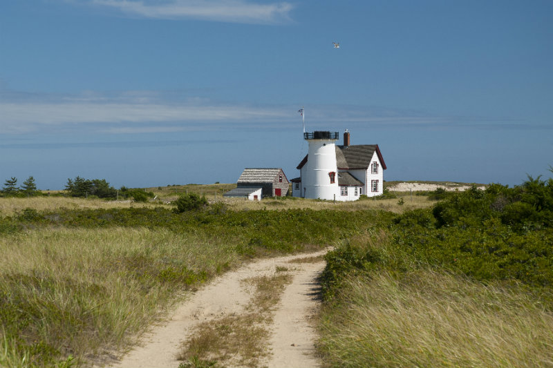 Explore Harding's Beach and Discover Stage Harbor Lighthouse | Brewster By the Sea Cape Cod Inn | Brewster, MA
