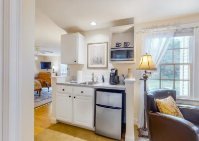 Refugio Kitchen | Brewster By the Sea Cape Cod B&B | Brewster, MA