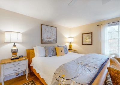 Refugio Bed | Brewster By the Sea Cape Cod B&B | Brewster, MA