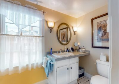 Refugio Bath | Brewster By the Sea Cape Cod B&B | Brewster, MA